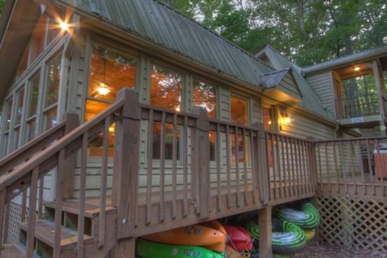 Cartecay Canoe House - Along the Cartecay River on the outskirts of Ellijay is this beautiful riverfront vacation cabin rental. Cartecay Canoe House - Ellijay - rentals