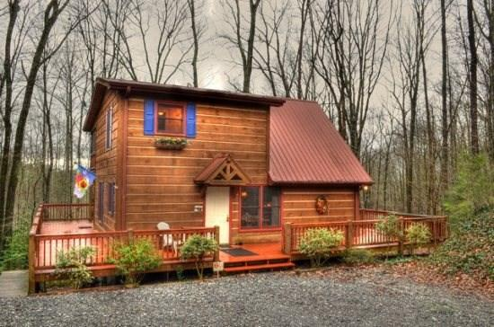 Welcome to Turkey Feather - Enjoy the large and spacious deck on this vacation cabin for relaxation and entertaining, and the scenic views of the forest. Turkey Feather - McCaysville - rentals