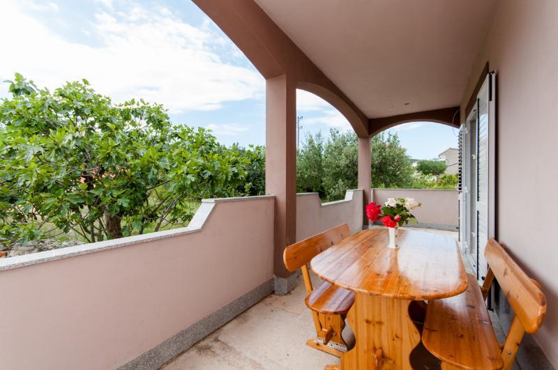 Apartments Mladen - 45211-A1 - Image 1 - Vinisce - rentals