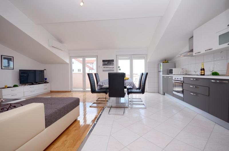Apartments Johnny - 46211-A4 - Image 1 - Stobrec - rentals