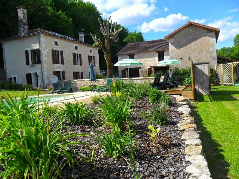 La Varenne Farmhouse - French Villa & Heated Pool - Image 1 - Nontron - rentals