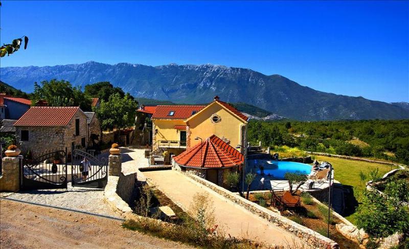Enjoy the Rustic Experience of this Villa Hacienda Dalmatia - Image 1 - Grabovac - rentals
