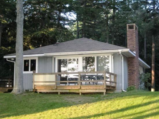 Front View - Sunny Shores Rental on Big Platte Lake - Honor - rentals