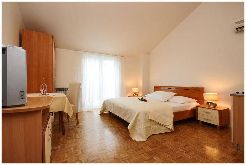 Rooms Mate - 13491-S1 - Image 1 - Sukosan - rentals