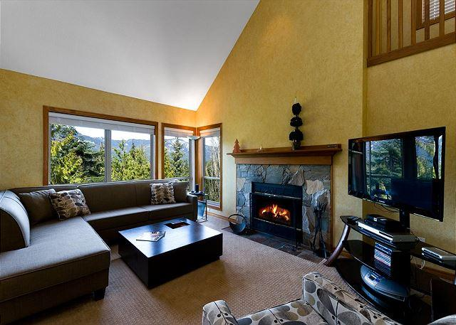 Living Room - Painted Cliff 3 bdrm, ski-in, ski-out, luxury with serene mountain view - Whistler - rentals