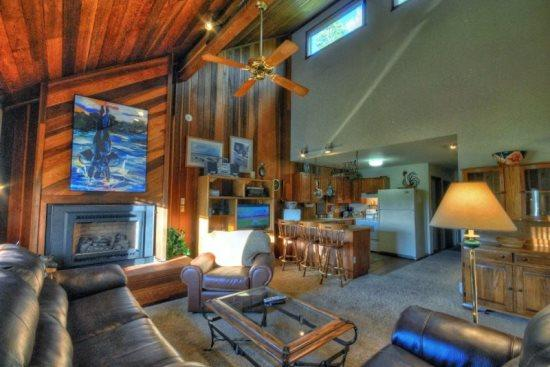 Large, Spacious Living Area With Vaulted Ceilings, Gas Fireplace, Sleeper Sofa  - Rebel Hollow Chalet - Steamboat Springs - rentals