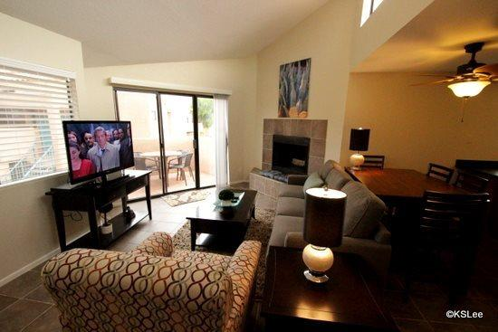 Living room with fireplace and flat screen TV  - Upstairs, One Bedroom Condo with King Bed and Mountain Views at Ventana Vista - Tucson - rentals