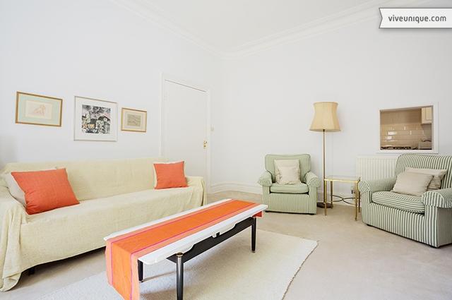 Timeless 1 bed, sleeping 3 on Cheyne Row, Chelsea - Image 1 - London - rentals