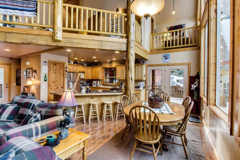 Welcoming and spacious cabin w/ community pool, hot tub, tennis, and sauna! - Image 1 - McCall - rentals