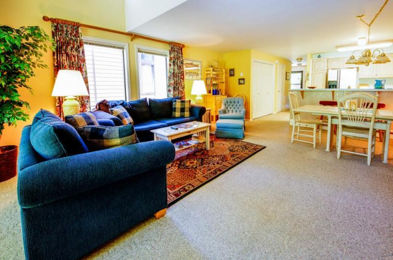 McCall getaway with hot tub, fireplace near golfing and lake - Image 1 - McCall - rentals