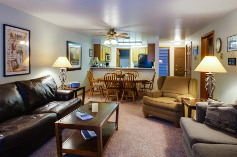 Golf course views and community pool and hot tub - Image 1 - McCall - rentals