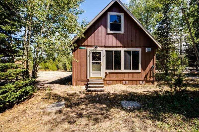 Spacious & dog-friendly mountain retreat feet from the lake and close to town! - Image 1 - Donnelly - rentals