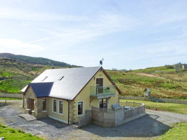 OCEAN VIEW, decking area with furniture, lawned garden, sea views, near Glenties, Ref 914798 - Image 1 - Glenties - rentals