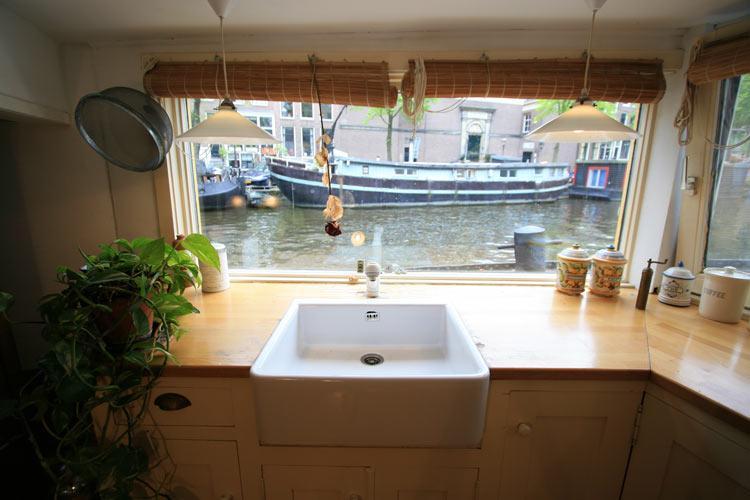 Pleasant way to wash dishes - Karins Houseboat - Amsterdam - rentals