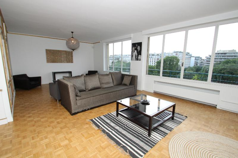 Prestigious 1 bedroom flat in Champs Elysées area - Image 1 - Paris - rentals