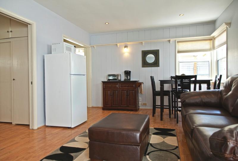 MB Seaview Lower - Comfortable condo just steps from the Beach. Short bike ride to Hermosa and Venice Beach! - Image 1 - Manhattan Beach - rentals