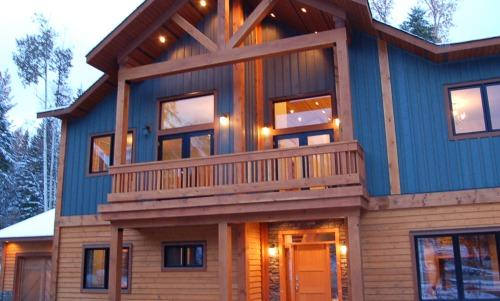 GRAND CHALET GRIZZLI : The Grand Chalet Grizzli, an elegant and modern house which is filled with all the necessary amenities you might need during your vacation at Kicking Horse Mountain Resort. - Grand Chalet Grizzli - Golden - rentals