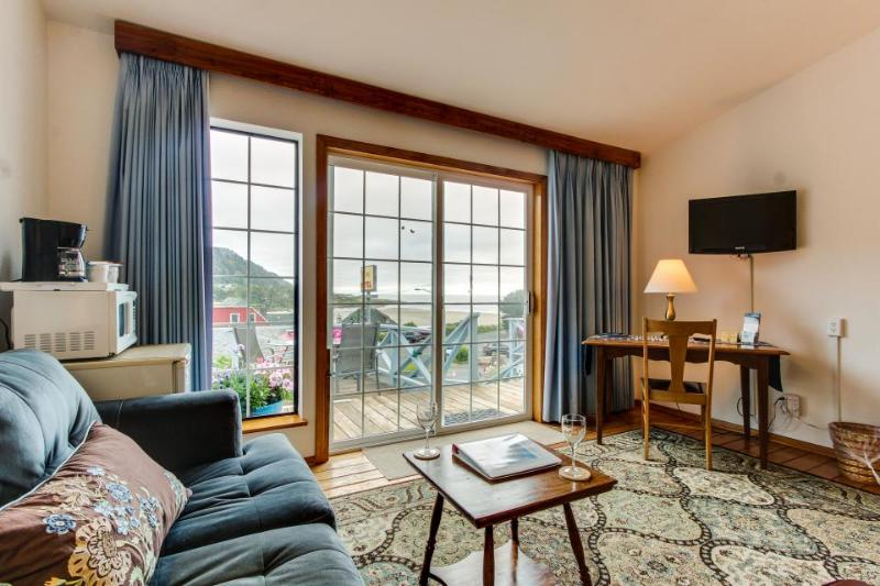 Simple, cozy beach suite - dog-friendly with ocean views! - Image 1 - Yachats - rentals