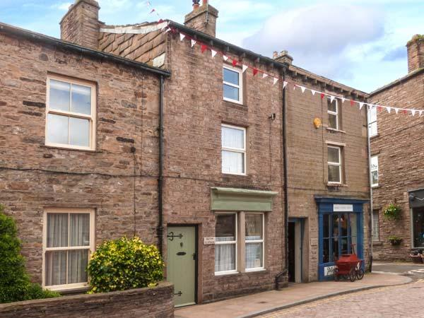 BLYTHE COTTAGE town centre, over three floors, woodburner in Hawes Ref 903554 - Image 1 - Hawes - rentals