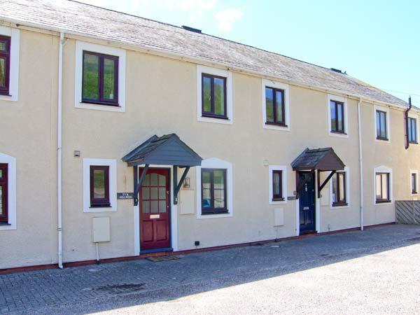 TY'R HEULWEN, WiFi, veranda overlooking Aberdovey golf course, lawned garden, Ref 913427 - Image 1 - Aberdovey - rentals
