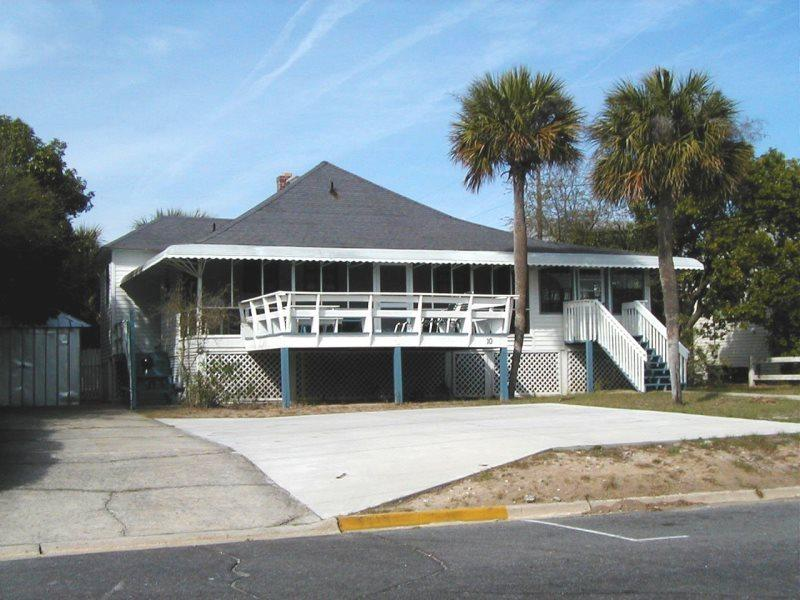 #10 13th Street - Classic Tybee Cottage - FREE Wi-Fi - Image 1 - Tybee Island - rentals