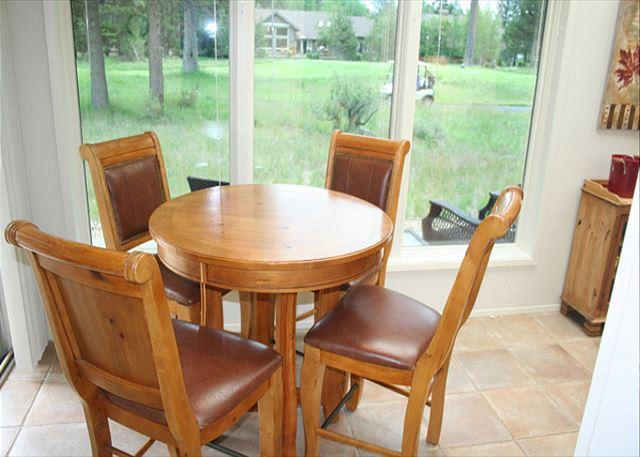 Sun room dining - Executive Sunriver Home with Large Deck and Jacuzzi Tub On the Golf Course - Sunriver - rentals