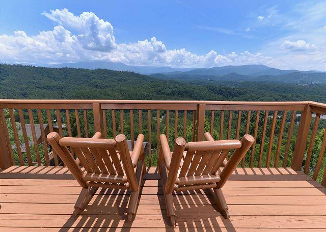 Amazing View #223- Mountain View From the Deck - Luxury 2 bedroom, 1 mile to Dollywood Pigeon Forge TN, Smoky Mountain View - Sevierville - rentals