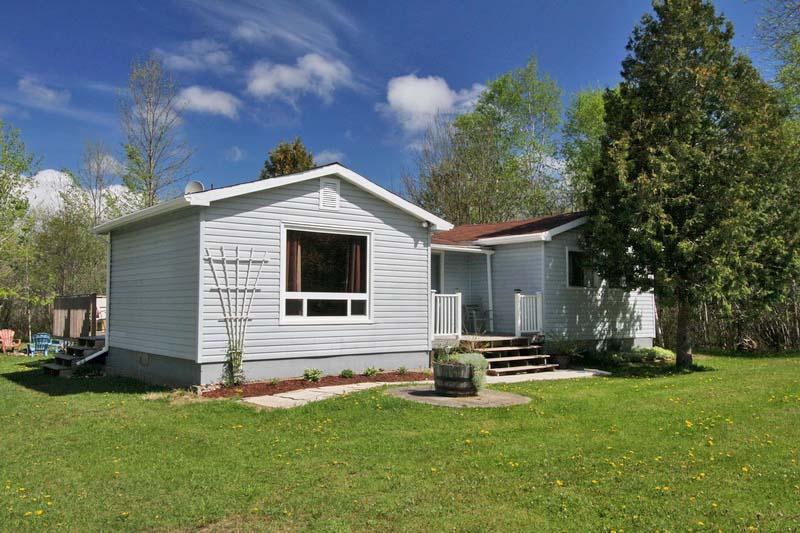 Miller Lake cottage (#859) - Image 1 - Lion's Head - rentals