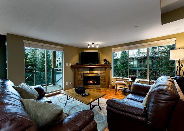 Living Room - Valhalla 2 bdrm, sleeps 6.  Amazing Views,  just steps from the action! - Whistler - rentals