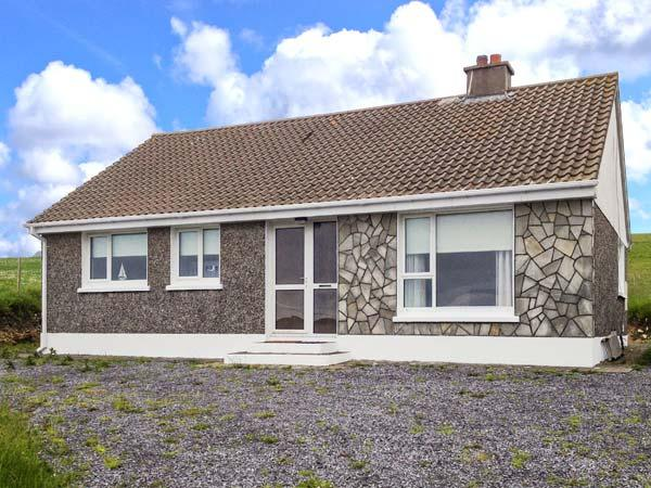 SILVER STRAND COTTAGE, close to beach, stove, single-storey, Malin Beg, Killybegs Ref 906039 - Image 1 - Malin Beg - rentals