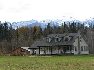 ELKHORN MOUNTAIN RANCH : Located 17 km out of Golden, enjoy this ranch style home in the Blaeberry Valley.  - Elkhorn Mountain Ranch - Golden - rentals
