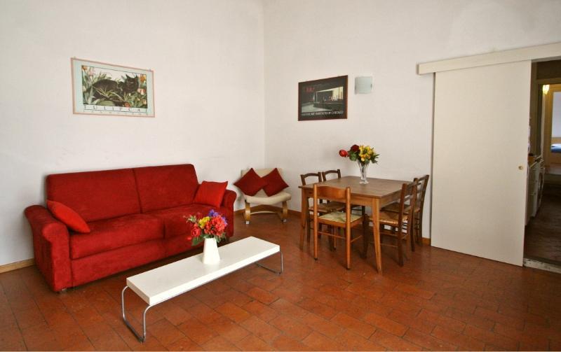 2 bedrooms, 2 bath., spacious apartment near Duomo - Image 1 - Florence - rentals