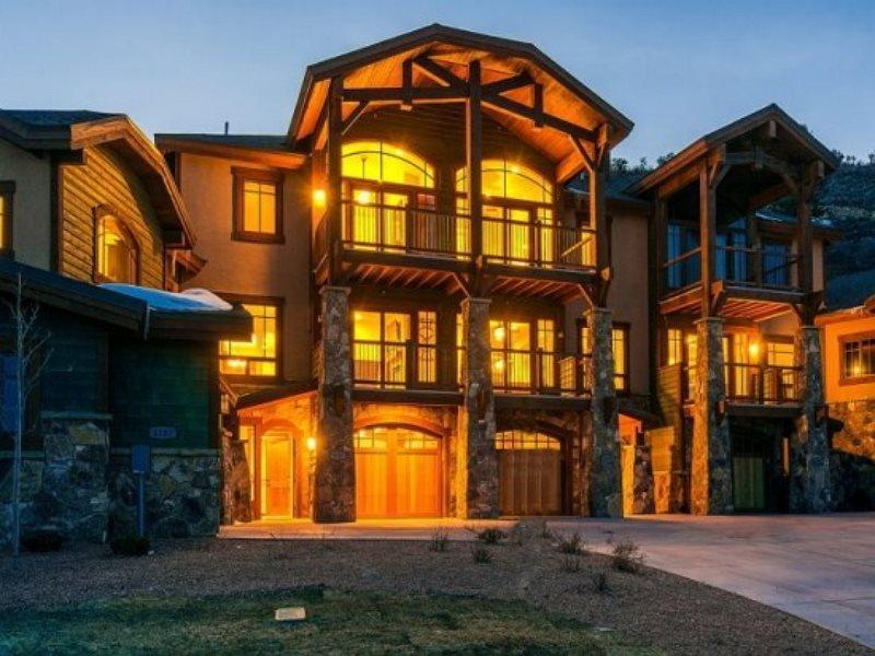 Tasteful Fairway Villa Ski Residence  - Fairway Villa 5 at Canyons Resort with Full Access to The Miner`s Club - Park City - rentals