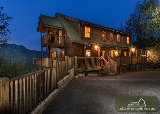 Papa Bear's Lodge   Mountain Views Gaming Privacy Hot Tub  Free Nights - Image 1 - Gatlinburg - rentals