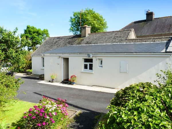 GARRANASPIC COTTAGE, all ground floor accommodation, woodburner, romantic retreat, near Ardmore, Ref 28278 - Image 1 - Ardmore - rentals