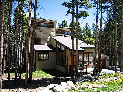 Front Exterior - Only 200 feet to Four O'Clock Run - 2 Blocks to Free Town Shuttle (2303) - Breckenridge - rentals