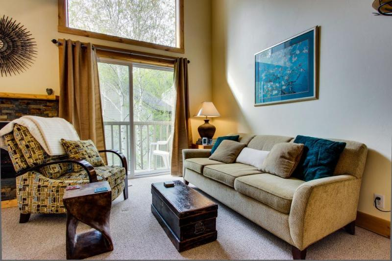 Elkhorn ski in / ski out condo w/ shared pool & hot tub! Walk to lifts! - Image 1 - Sun Valley - rentals