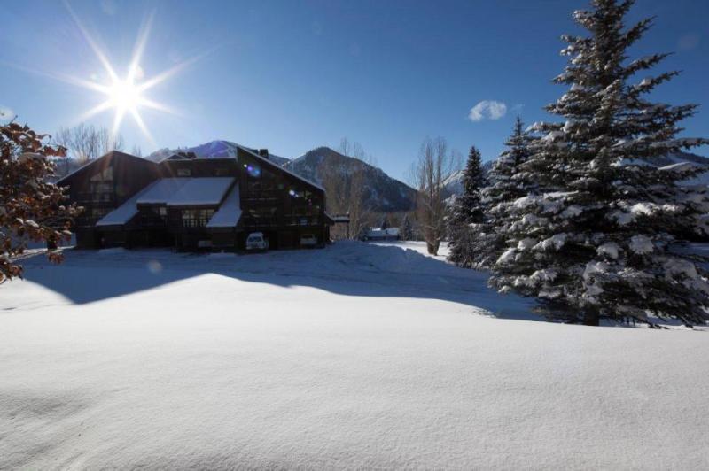 Single-level condo near skiing and golf! - Image 1 - Ketchum - rentals