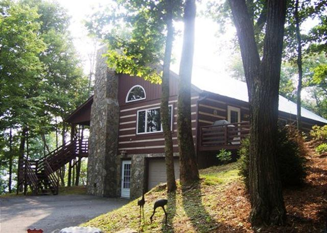 Bird's Wing is a traditional log cabin with a winter view tucked in the trees - Image 1 - Boone - rentals