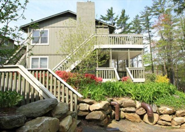 Village Green A3 is an inviting condo located on Main Street, Blowing Rock - Image 1 - Blowing Rock - rentals