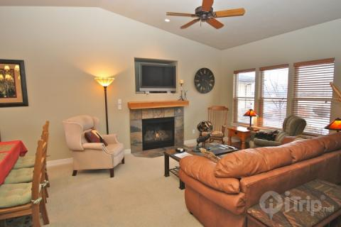 Spacious living room with plush furnishings, gas fireplace and flatscreen HDTV. Large windows allow for lots natural lights. - Stillwater at Jordanelle - Heber City - rentals