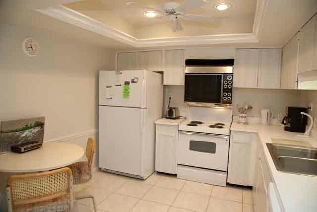 Kitchen - Gulfside Mid-Rise Unit 306E - Siesta Key - rentals