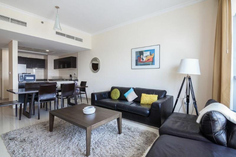 Open plan kitchen, dining and lounge areas. - Waterside 4-bed Apt w/ Marina Views & JBR Beach - Dubai - rentals