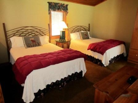 Side by side Queen Beds sleep 4 - Cherokee Cottage - Boone - rentals