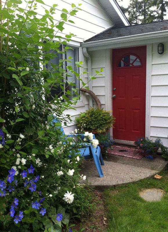 The Gate House Cottage - Millstone Manor Bed, Breakfast & Vacation Rental - Nanaimo - rentals