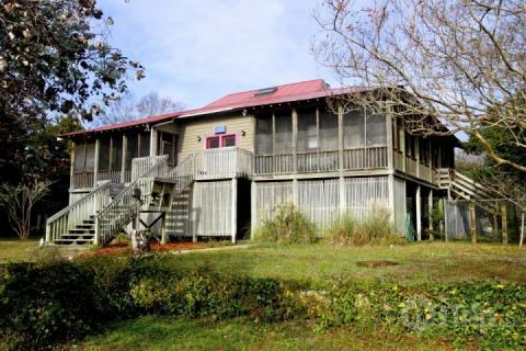 Sullivan's Island year-round family cottage - Fetter Island Home is Dog Friendly - Sullivan's Island - rentals