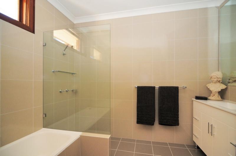 Bathroom area - TALLOW TREES - Jamberoo - rentals