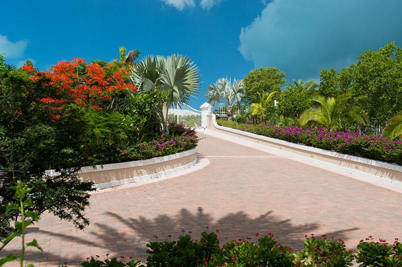 Entrance leading to Villa Splendida - Luxury 5 bedroom Ocean front Villa - Providenciales - rentals