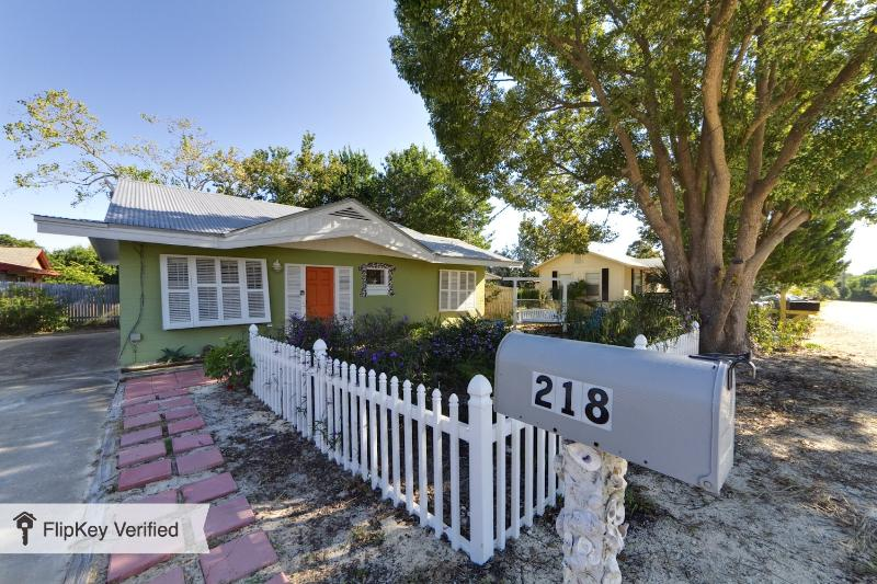 PRETTY 2br cottage on the west end near pier park - Image 1 - Panama City Beach - rentals