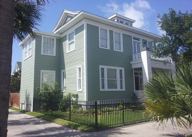 Sleeps 4- 14, Close to Pleasure Pier, Beach, Restaurants - Image 1 - Galveston - rentals
